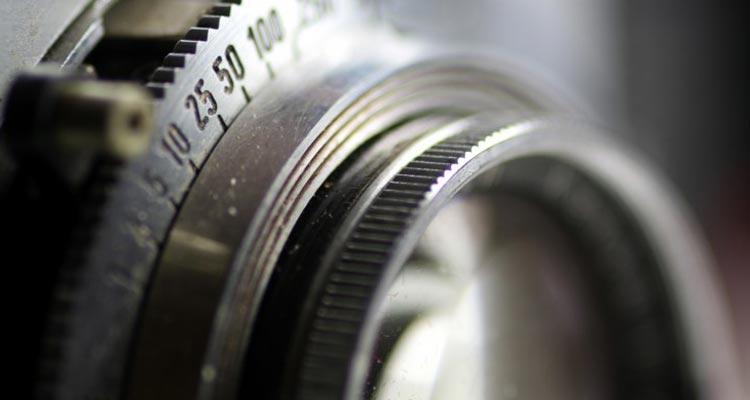 High-precision lens